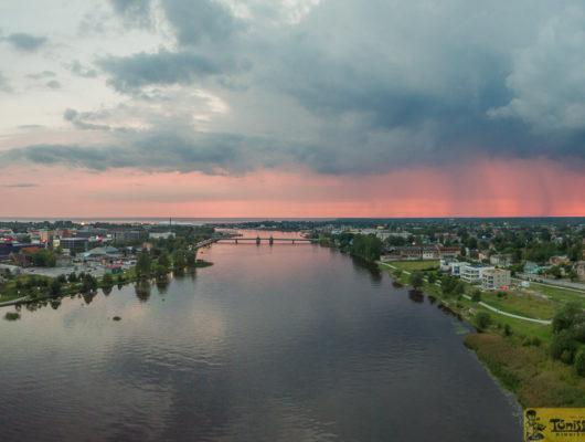 Vaade elamule ja jõele